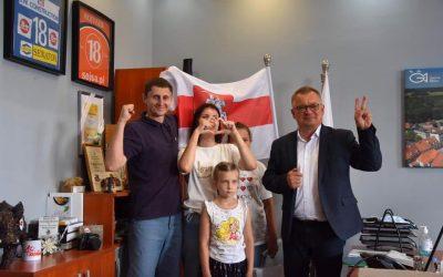 Rodzina z Białorusi i Piotr Lech gmina Milicz